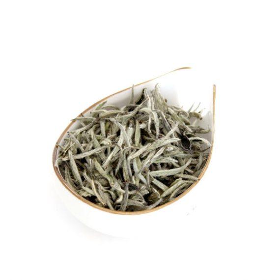 Белый чай бай хао инь чжэнь серебристые иглы с белым ворсом